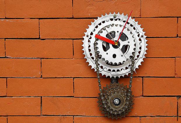 Настенные часы из велосипедных запчастей