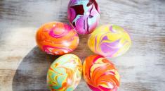 Покраска яиц лаком