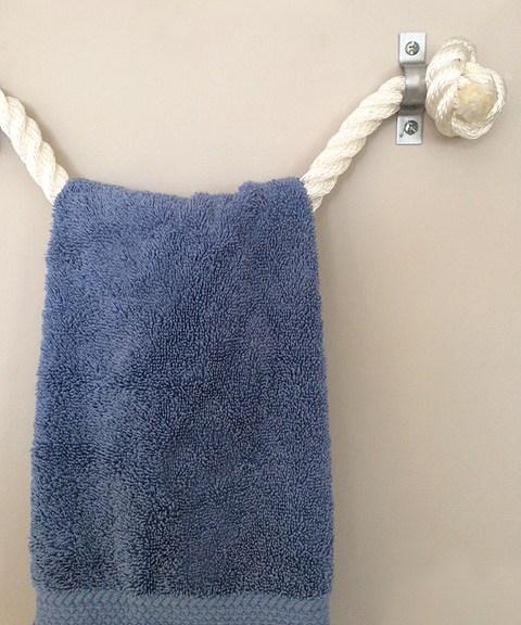 Полотенце на веревке