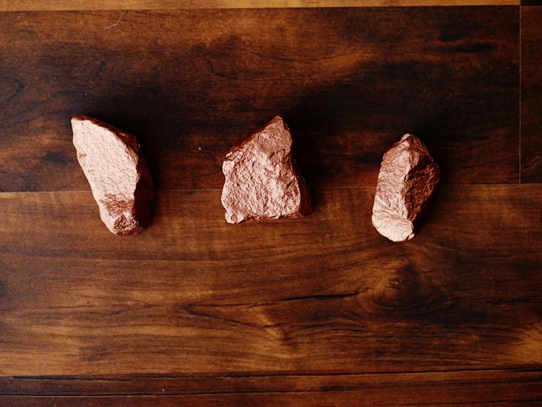 Покрыть камни краской