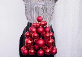 Ёлка из новогодних шаров