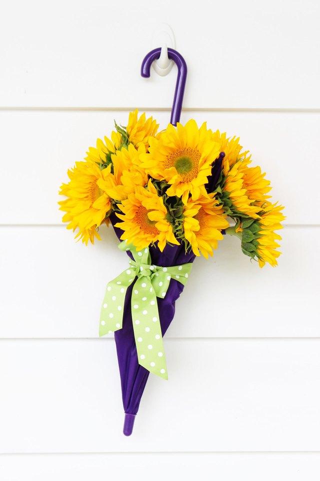 Зонтик с живыми цветами