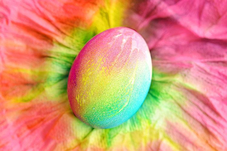Оригинально покрасить яйца