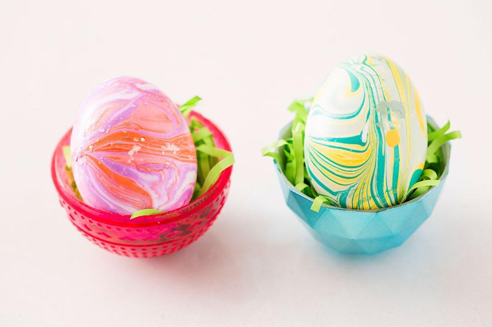 Как покрасить яйца лаком для ногтей