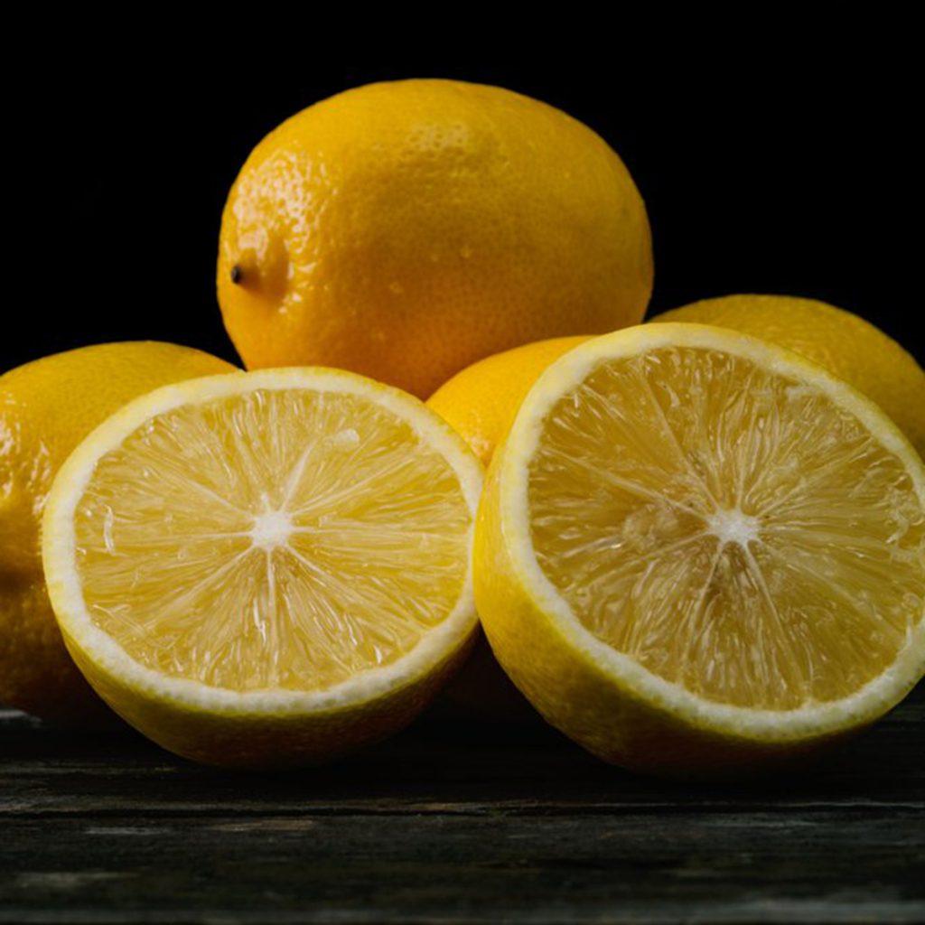 Лимон от винных пятен