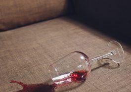 Как удалить пятна от красного вина
