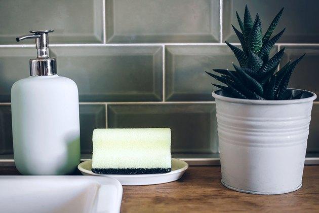 Как почистить губку для мытья посуды
