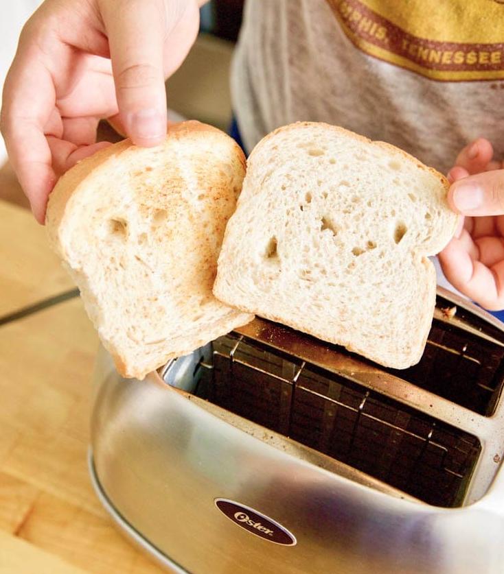 Как поджарить хлеб в тостере