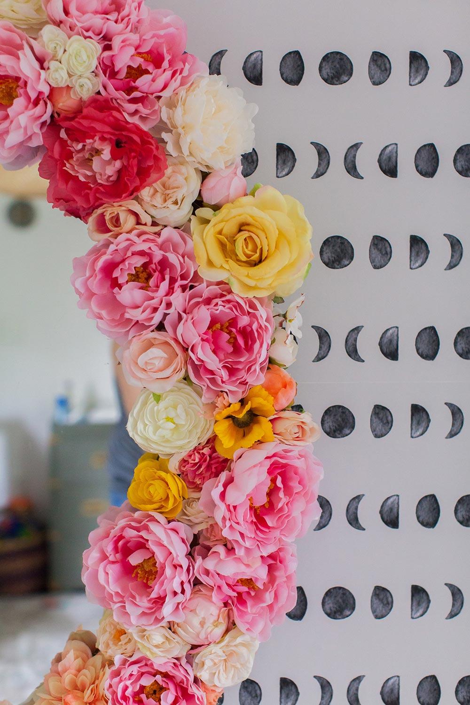 Приклеить цветы