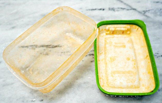 Как удалить пятна еды из контейнера