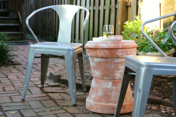 Садовый столик из горшков