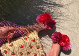 Как красиво украсить соломенную сумочку