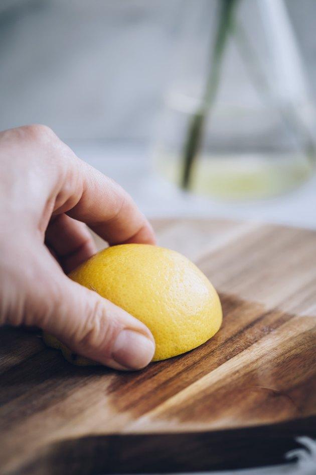 Лимон и скраб