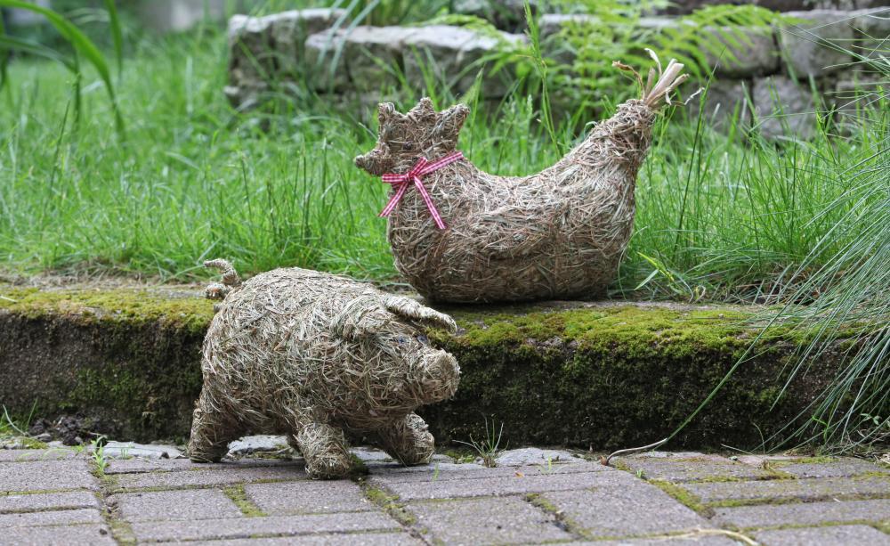 Декоративные фигурки животных из сена