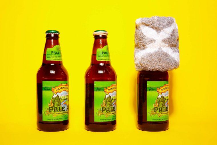 Как открыть бутылку пива