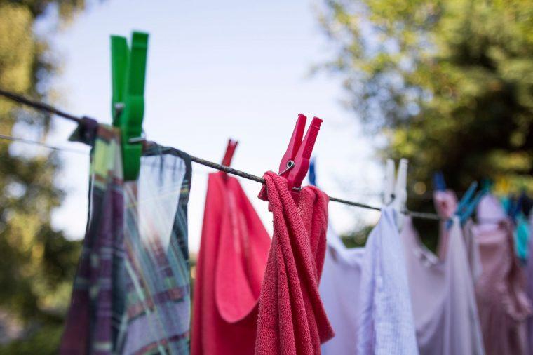 Как удалить запах с одежды