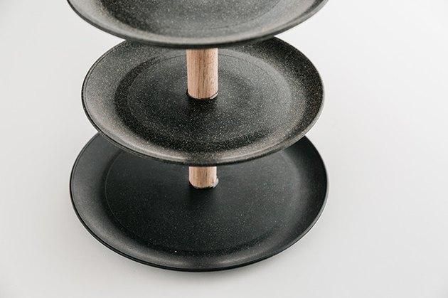 Три тарелки