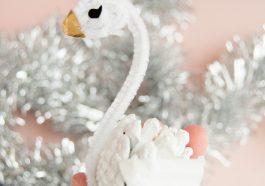 Как сделать лебедей из шишек