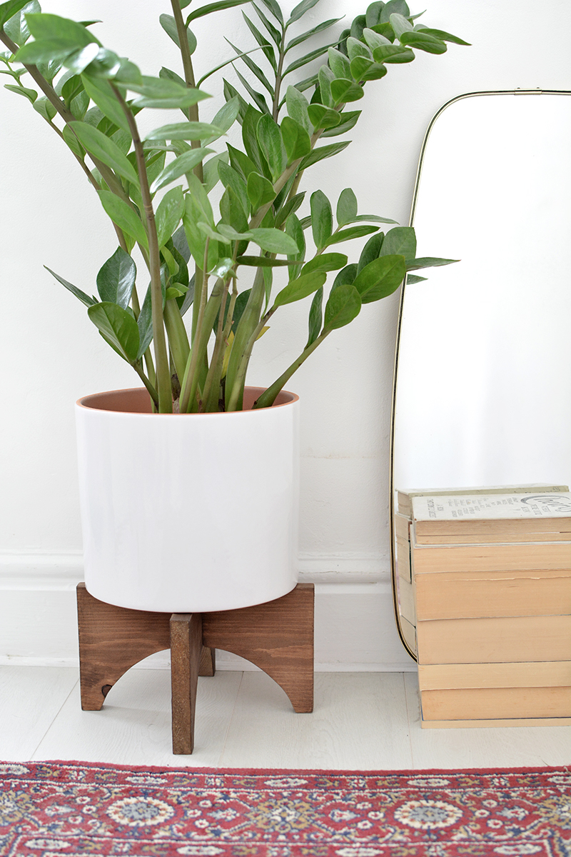 Простая подставка для растений