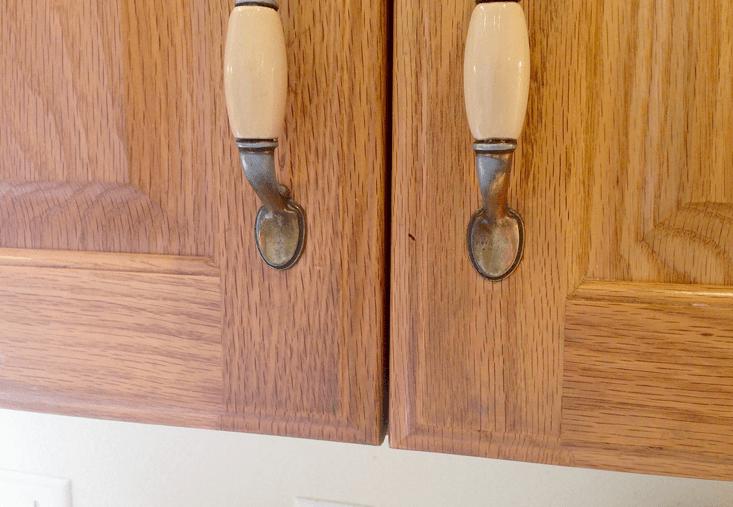 Как почистить кухонные шкафчики