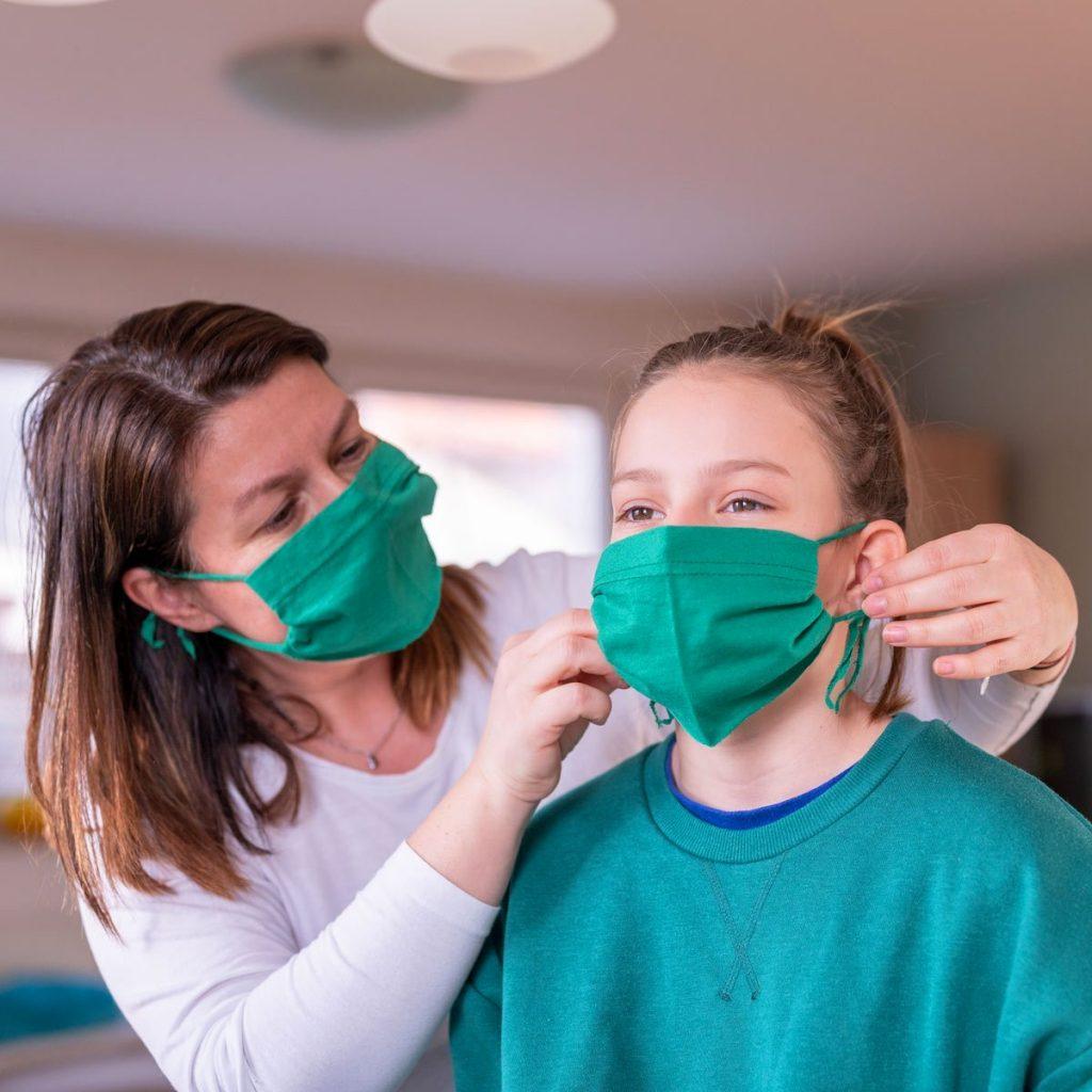 Как постирать тканевую маску